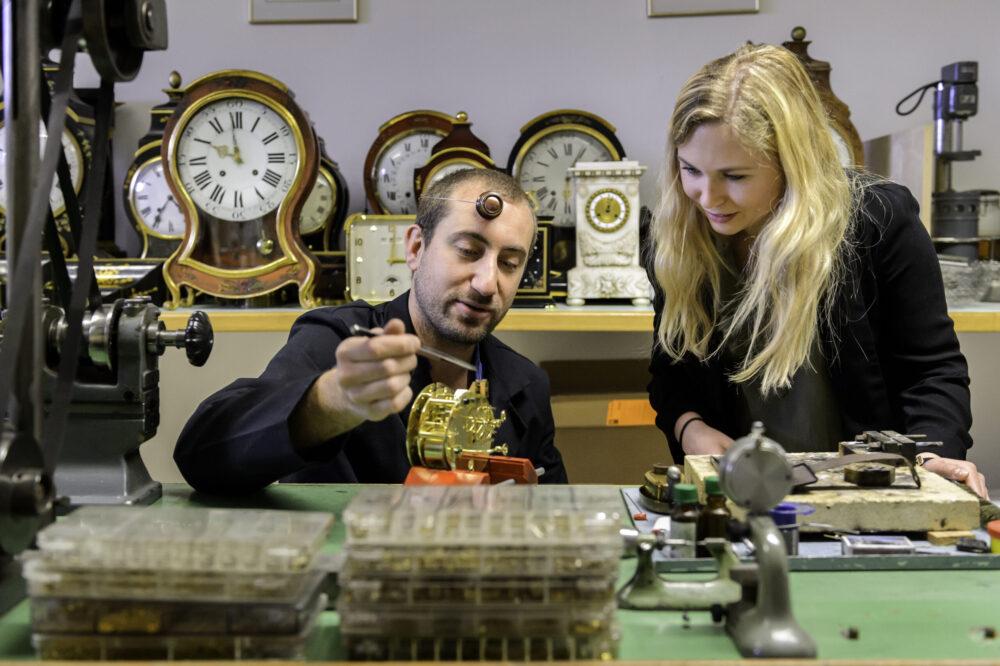 Atelier de pendulerie «Au Carillon d'or»